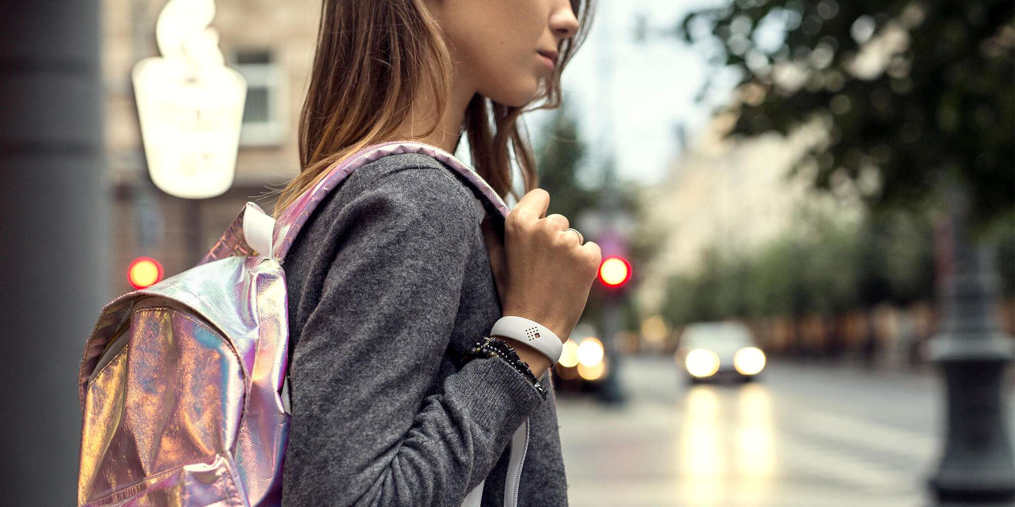 Lady wears the smooth AMBRIO bracelet while walking in the street